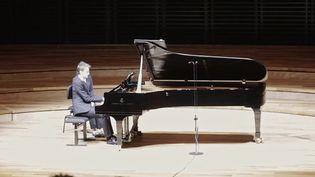 Piano : Alexandre Tharaud renoue avec le public à la Philharmonie de Paris (FRANCEINFO)