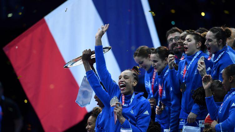 La joie des Bleues après leur victoire en finale des Championnats d'Europe face à la Russie dimanche 16 décembre. (ANNE-CHRISTINE POUJOULAT / AFP)