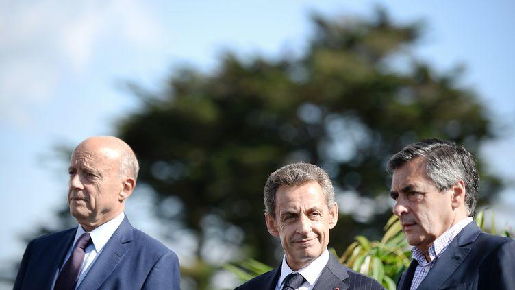 Alain Juppé, Nicolas Sarkozy et François Fillon, le 5 septembre 2015, lors de l'université d'été du parti LesRépublicains à La Baule (Loire-Atlantique). (JEAN-SEBASTIEN EVRARD / AFP)