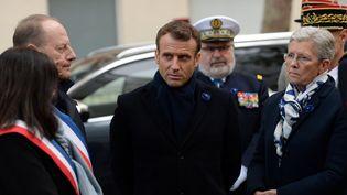 Emmanuel Macron lors de l'ianguration d'un monument dédié aux soldats français morts en opération extérieure, dans le 15e arrondissement à Paris, le 11 novembre 2019. (JOHANNA GERON / AFP)