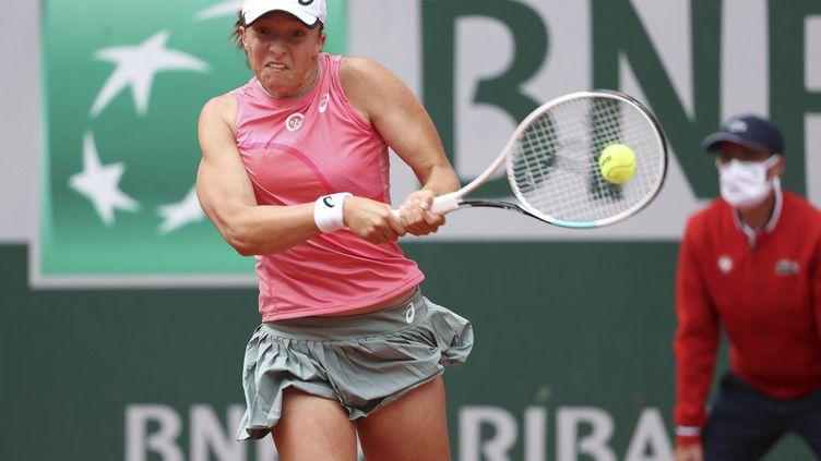 Iga Swiatek lors des huitièmes de finale Roland-Garros 2021. (JEAN CATUFFE)