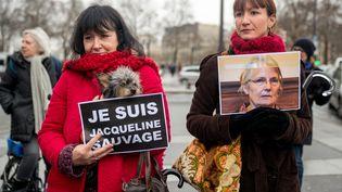 Des femmes manifestent, à Paris, le 23 janvier 2016, pour réclamer la grâce de Jacqueline Sauvage, condamnée pour avoir tué son mari violent. (DENIS PREZAT / CITIZENSIDE.COM / AFP)