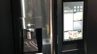 Les futursréfrigérateurs connectés Samsung intègrent reconnaissance vocale et téléchargement d'applications (JEROME COLOMBAIN / RADIO FRANCE)
