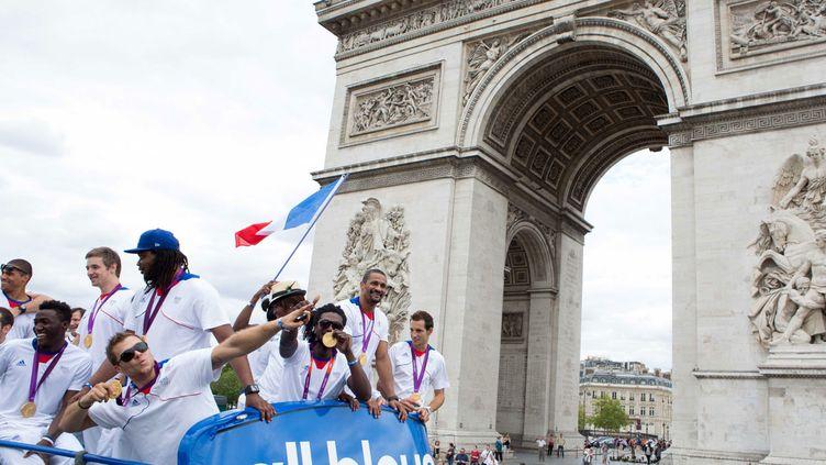 (Les athlètes français, qui défilent ici à leur retour des JO de Londres en 2012, rêvent d'une candidature française © REVELLI-BEAUMONT/SIPA)