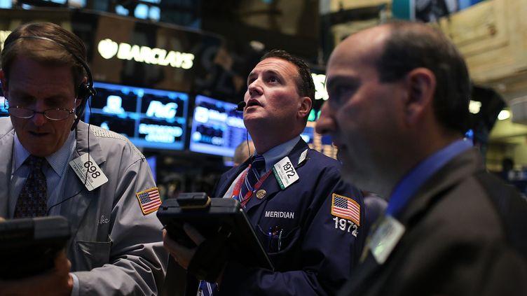 Des traders à Wall Street, la Bourse deNew York (Etats-Unis), le 15 avril 2013. (SPENCER PLATT / GETTY IMAGES NORTH AMERICA / AFP)