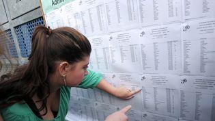 Des élèves découvrent les résultats du bac le 5 juillet 2013 au lycée Pasteur à Strasbourg (Bas-Rhin). (FREDERICK FLORIN / AFP)