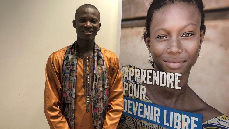 Ibrahima Sory Camara participant à la capgane de l'ONG Plan International sur l'éducation des filles en Guinée. (@Plan International)