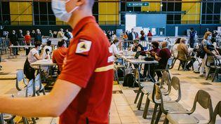 Un centre de vaccination contre le Covid-19 à Toulouse (Haute-Garonne), enavril 2021. (MAXIME LEONARD / HANS LUCAS / AFP)