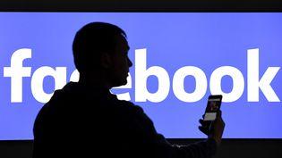 Les deux tiers de la population adulte des Etats-Unis a un compte Facebook. (CARSTEN REHDER / DPA)