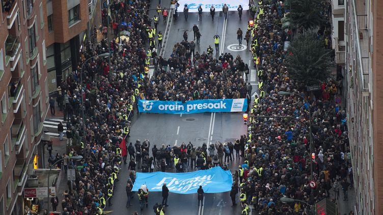 Des manifestants à Bilbao en Espagne réclament le rapprochement des prisonniers d'ETA, le 12 janvier 2019. (ANDER GILLENEA / AFP)