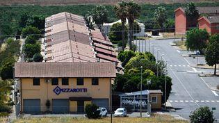 Le centre d'accueil de demandeurs d'asile à Mineo, en Sicile, la veille de sa fermeture, lundi 8 juillet. (ANDREAS SOLARO / AFP)