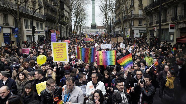 Les manifestants pro-mariage des homos, le 16 décembre 2012 à Paris. (FRED DUFOUR / AFP)