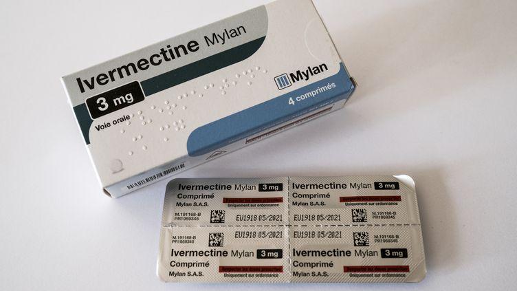 Une boîte d'Ivermectine, une molécule qui a montré des résultats en laboratoire contre le coronavirus, selon une étude australienne publiée vendredi 3 avril 2020. (SANDRINE MULAS / HANS LUCAS)