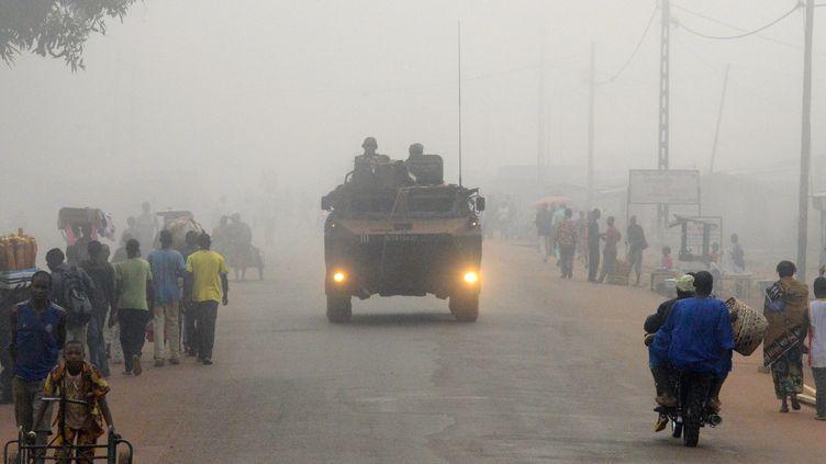 Des soldats français dans une rue de Bangui, la capitale centrafricaine, le 4 décembre 2014. (PACOME PABANDJI / AFP)