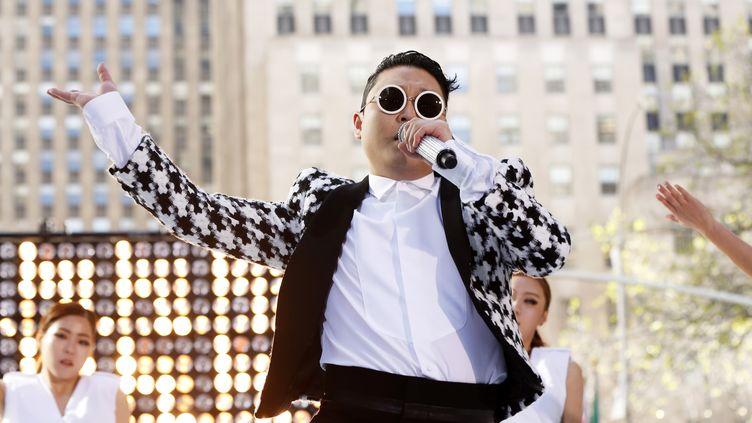 Le chanteur Psy au pied duRockefeller Center, à New York (Etats-Unis), le 3 mai 2013. ( LUCAS JACKSON / REUTERS )