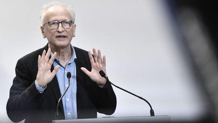 Alain Fischer, le 25 février 2021, à Paris. (STEPHANE DE SAKUTIN / AFP)