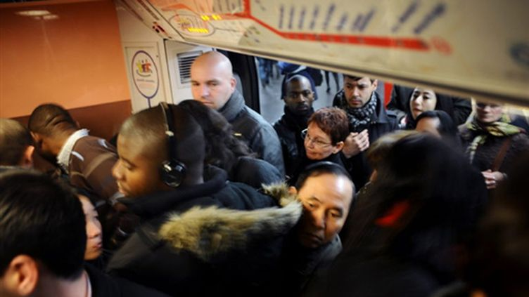 Dans une rame du RER B le 9 novembre 2009... (AFP - Fred Dufour)