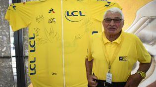 Le cycliste préféré des Français, Raymond Poulidor, lors du 104e Tour de France le 7 juillet 2017 (LIONEL BONAVENTURE / AFP)