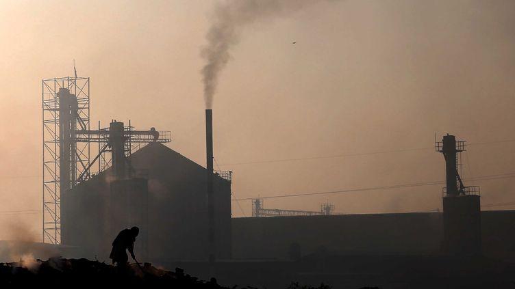 Dans les actes, la Pologne n'est pas du tout prête à se passer de son or noir. (SHAHZAIB AKBER / EPA)