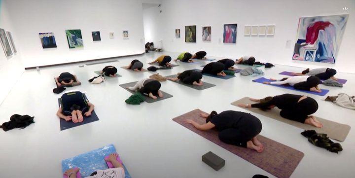 Leçon de yoga au MAMC+ (France 3 Saint-Etienne)