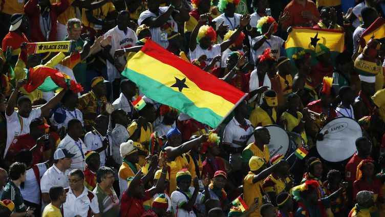 Des supporters du Ghana avant un match de la Coupe du monde contre les Etats-Unis à Natal (Brésil), le 16 juin 2014. (CARLOS BARRIA / REUTERS)