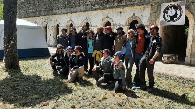 Les volontaires de la mission Deep Time, à la sortie de la grotte en Ariège, le 24 avril 2021 (ALAIN GASTAL / FRANCEINFO)