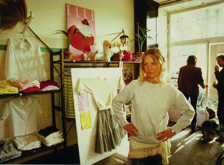 Agnès, dans la boutique de la rue du jour, en 1976.   (Agnès, dans la boutique de la rue du jour, en 1976. © Archives Agnès b.)
