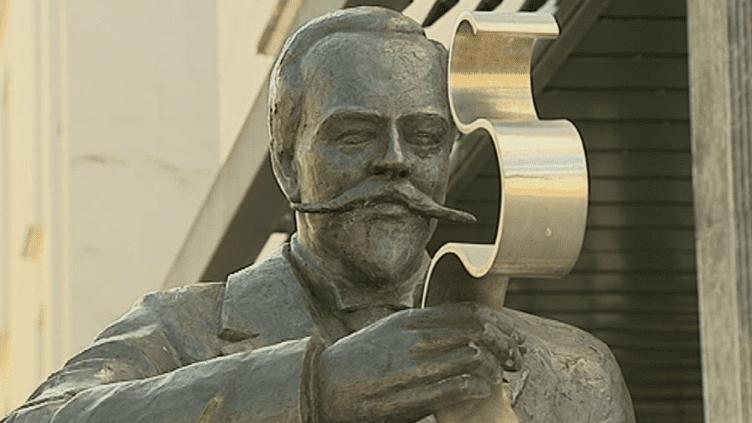 Statue de Victor Planchon à Boulogne-sur-Mer  (Capture d'image France3/Culturebox)