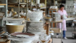 Photo d'illustration d'une manufacture de porcelaine.  (MEHDI FEDOUACH / AFP)