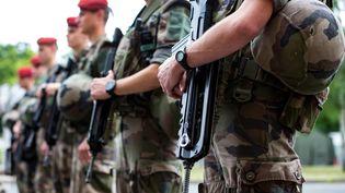 Des militaires de l'opération Sentinelle, à Paris, en juillet 2016. (IAN LANGSDON / POOL)