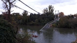 Le pont de Mirepoix-sur-Tarn s'est effondré le 18 novembre 2019. (FRÉDÉRIC CAYROU / FRANCE-INFO)