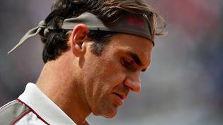 Roger Federer lors de sa demi-finle face à Rafael Nadal, vendredi 7 juin 2019 à Roland-Garros. (MARTIN BUREAU / AFP)