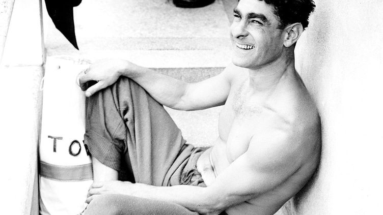 Alfred Nakache, champion français de natation. Photo prise en 1946. (AFP)