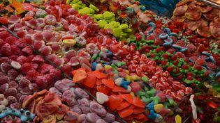 Des nanoparticules ont été détectées dans une centaine de sucreries pour enfants. (JEAN-FRANÇOIS FREY / MAXPPP)