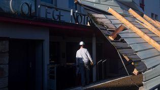 Le passage de la tempête Alex a fait des dégâts à Vannes (Morbihan), le 2 octobre 2020. (LOIC VENANCE / AFP)