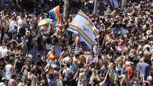 Des participants à la Marche des fiertés organisée à Tel Aviv (Israël), le 25 juin 2021. (JACK GUEZ / AFP)