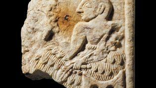 Fragment d'une plaque summérienne, datée de 2400 avant JC, volée en Irak et restituée, après expertise du British Museum (détail). (- / THE BRITISH MUSEUM)