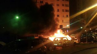 Voitures incendiées à la cité de l'Europe dans la nuit du 5 au 6 février, à Aulnay-sous-Bois. (MaxPPP)