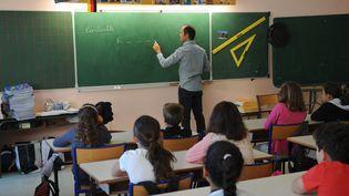 Le metier d'enseignant attire toujours en 2016. (XAVIER LEOTY / AFP)