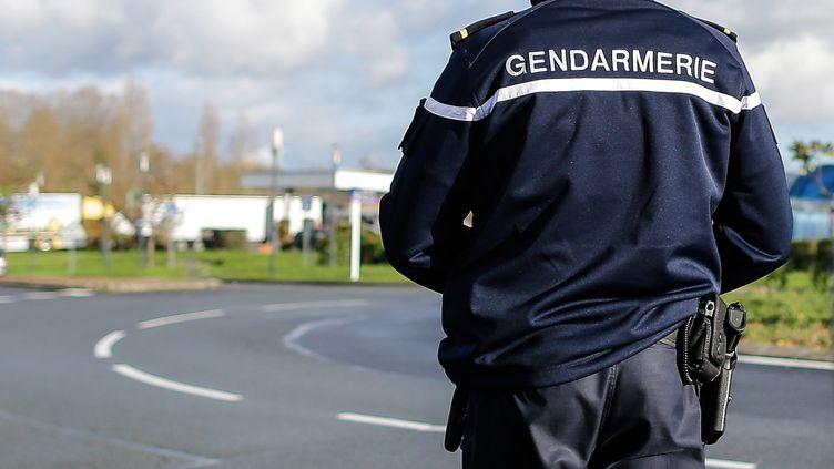 Un gendarme patrouille à Saint-Eulalie (Gironde), le 21 novembre 2015 (photo d'illustration). (MAXPPP)