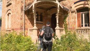 Visiter des lieux abandonnés, difficiles d'accès, voire interdits. L'urbex est un phénomène qui fait de plus en plus d'adeptes. (FRANCE 3)