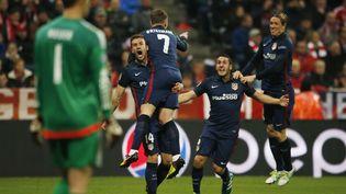 Les joueurs de l'Atlético de Madrid célèbrent le but décisif du Français Antoine Griezmann contre le Bayer Munich, en demi-finale de la Ligue des Champions, le 3 mai 2016, à Munich (Allemagne). (REUTERS)
