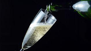 Le champagne devient le quatrième vin et spiritueux à bénéficier d'une reconnaissance officielle dans le pays. (MIGUEL MEDINA / AFP)