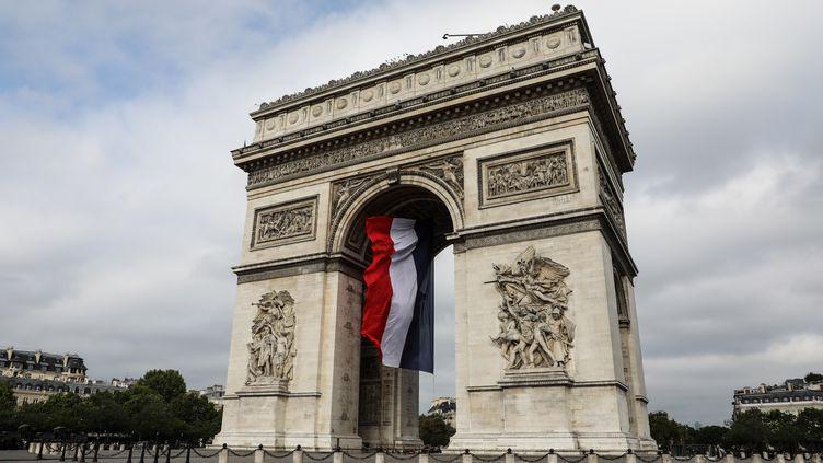 L'Arc de Triomphe, un monument dédié aux armées. (LUDOVIC MARIN / AFP)