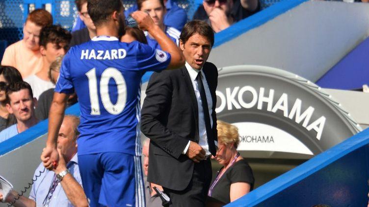 Eden Hazard sous les yeux d'Antonio Conte (GLYN KIRK / AFP)