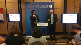 Le directeur du cabinet de la mairie de Paris, Mathias Vicherat, et le préfet de police de Paris Michel Cadot, lors d'une conférence de presse à Paris, samedi 9 juillet 2016. (FABIEN MAGNENOU / FRANCETV INFO)