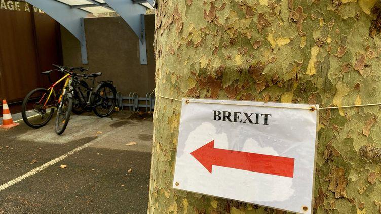 La Préfecture de Périgueux (Dordogne) a mis en place un bureau dédié à l'accompagnement des Britanniques dans leur démarche, le 15 décembre 2020. (BORIS LOUMAGNE / RADIO FRANCE)