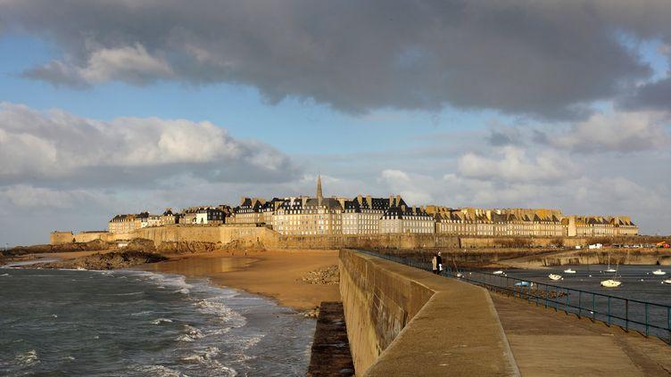 La ville de Saint-Malo, en Ille-et-Vilaine. (photo d'illustration) (MANUEL COHEN / AFP)