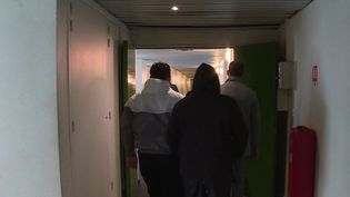 Un patron qui s'envole mystérieusement et des ouvriers qui se retrouvent sur le carreau. Il y a deux semaines, les 15 employés d'une entreprise de BTP de Clermont-Ferrand (Puy-de-Dôme) ont retrouvé les bureaux de la société totalement vides. (CAPTURE ECRAN FRANCE 3)