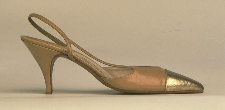 Escarpin bicolore réalisé par Massaro pour Chanel, 1995  (GettyImages)